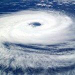 気象病 台風がくるたびに息苦しい…対策することで軽減できる?